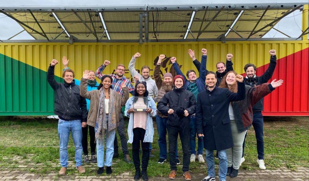 Das ganze Africa GreenTec Team in Hainburg feierte den Gewinn des AFSIA Solar Awards gebührend.